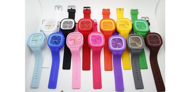 Originalita a jedinečnosť silikónových Jelly hodiniek je v jednoducho  vyberateľnom lesklom ciferníku 09850afd467